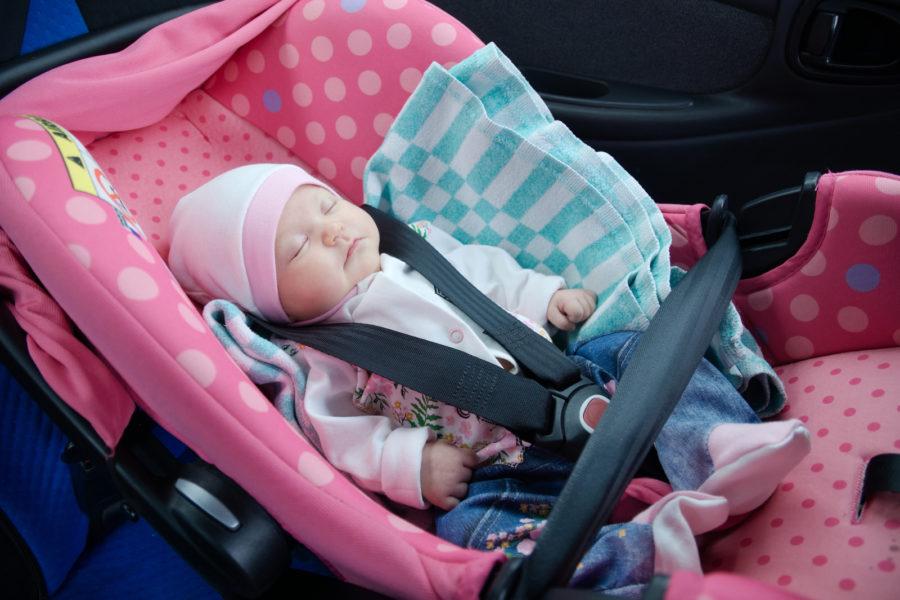 baby-sleeping-in-car
