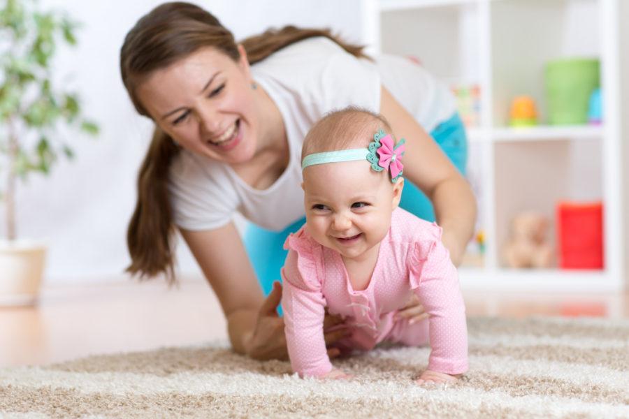 help-baby-crawl