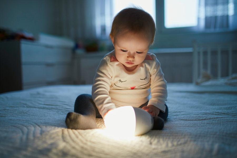 using-baby-light-night